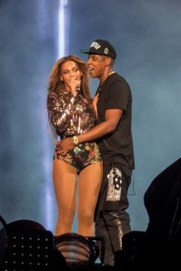 Beyoncé-In-Atelier-Versace-and-Jay-Z-in-Rodarte-and-Givenchy-Kicking-Off-The-'On-the-Run'-Tour-41-333x500
