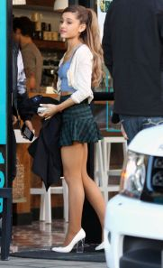 ariana-grande-in-short-skirt-leaves-cafe-gratitude-in-los-angeles_2