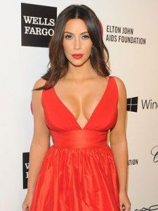 1393817537_kim-kardashian-cleavage-boobs-oscars-elton-john-